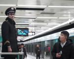 别见外第1期:外国人在中国地铁遇到这些事!