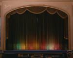 这间神奇的小镇剧院白天沉睡傍晚开始营业