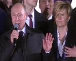 真万人迷!普京访问塞尔维亚 10万民众聚集广场高喊:普京,普京!