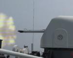 """开火!实拍我军登陆舰打击""""敌武装侦察船""""一声令下舰炮立即射击"""